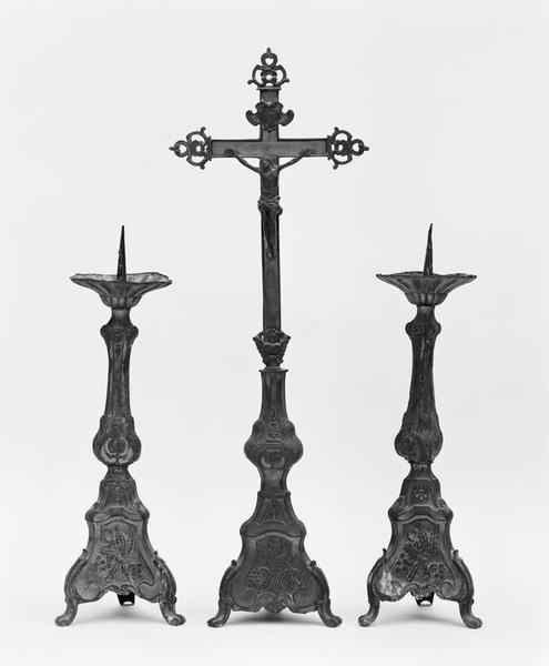 Croix d'autel, 4 chandeliers d'autel (série)