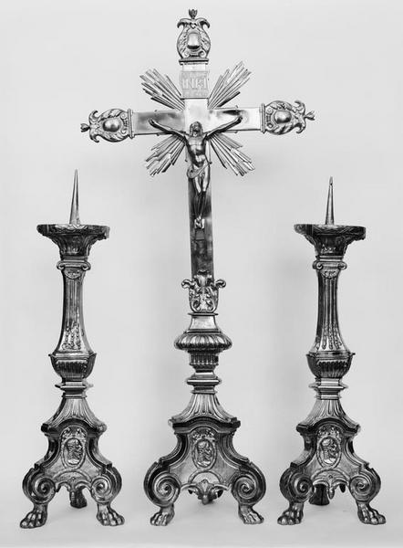 Croix d'autel, 6 chandeliers d'autel