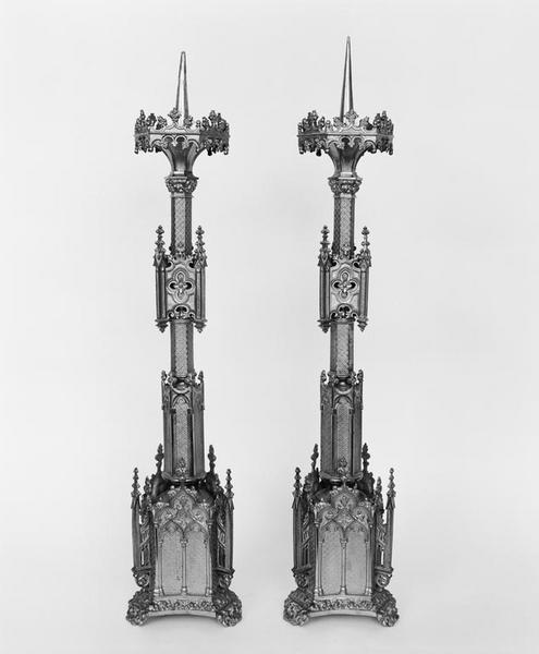 8 chandeliers d'autel (série), style néo-gothique