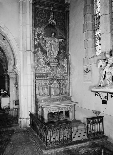 Autel, tabernacle, retable (autel tombeau, tabernacle architecturé, retable à arcature), style néo-gothique