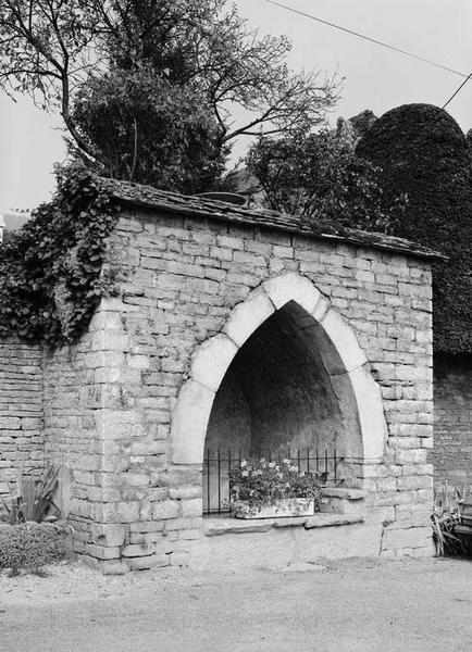 fontaine Canée ou Canet ou fontaine de la Canée