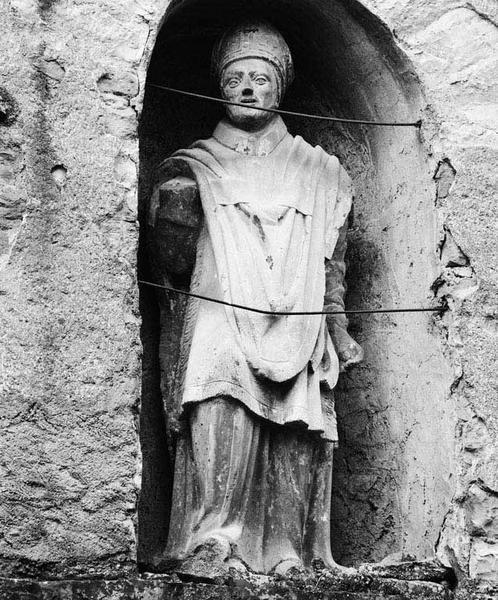 Statue (petite nature) : saint Aubin d'Angers