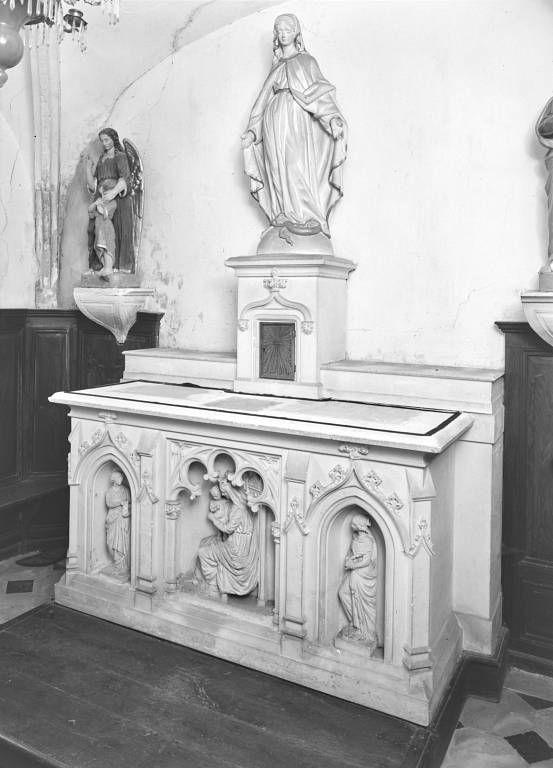 Autel, tabernacle et statue