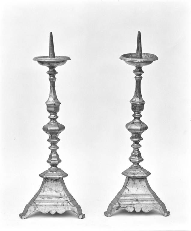 Série de six chandeliers d'autel