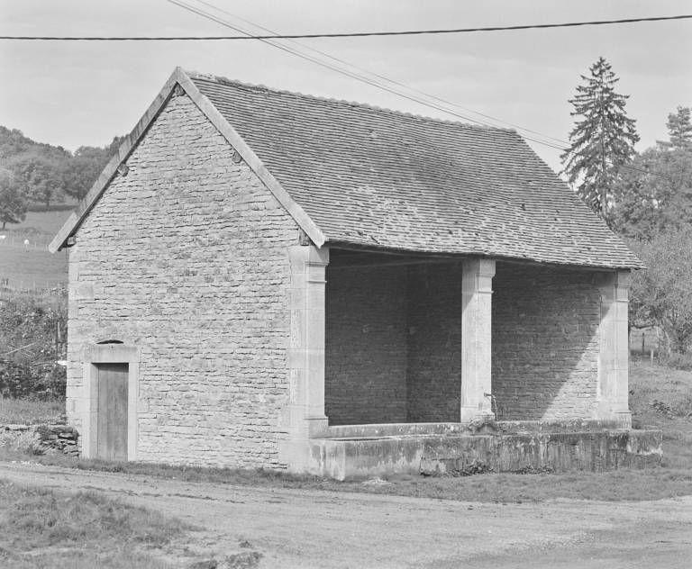 lavoir (extrémité sud du village)