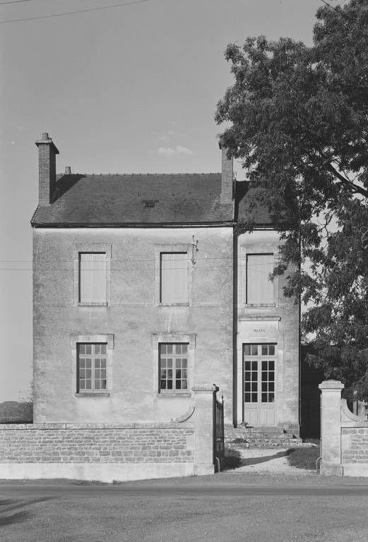 Ancienne école de filles, actuellement mairie