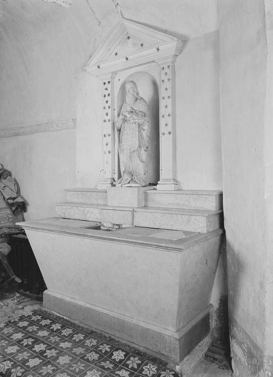 Ensemble de deux autels, un tabernacle