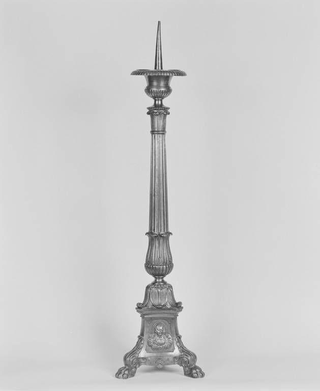 Ensemble de six chandeliers d'autel