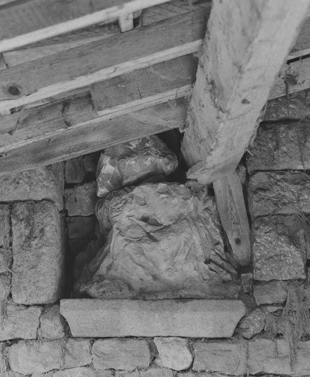 Statue : Vierge à l'Enfant (?)