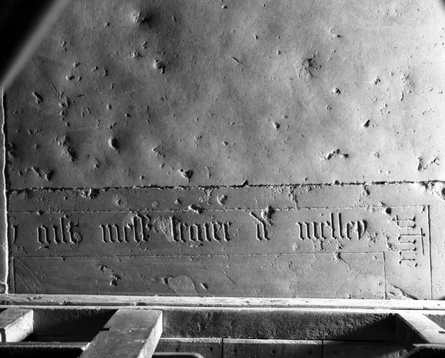 Dalle funéraire du prêtre Léger de Melley