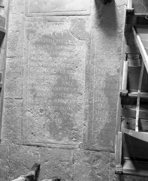 Dalle funéraire d'Emiland Auge, curé de Bagnot
