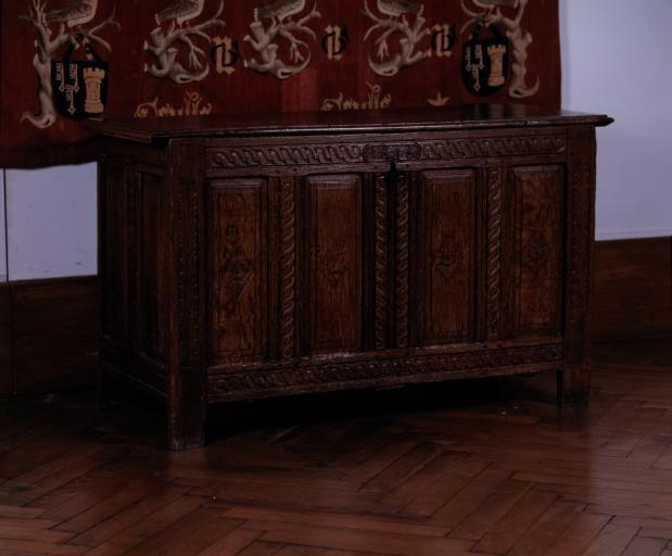 Coffre à vêtements (coffre plat, coffre à pieds) (25), numéro d'inventaire : 87 GHD 0558