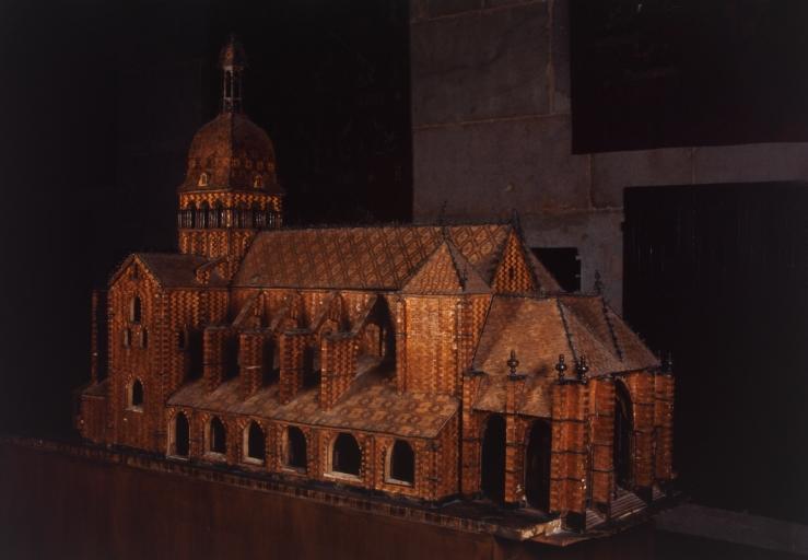 Maquette de la collégiale Notre-Dame de Beaune dite Notre-Dame en Paille, numéro d'inventaire : 87 GHD 557