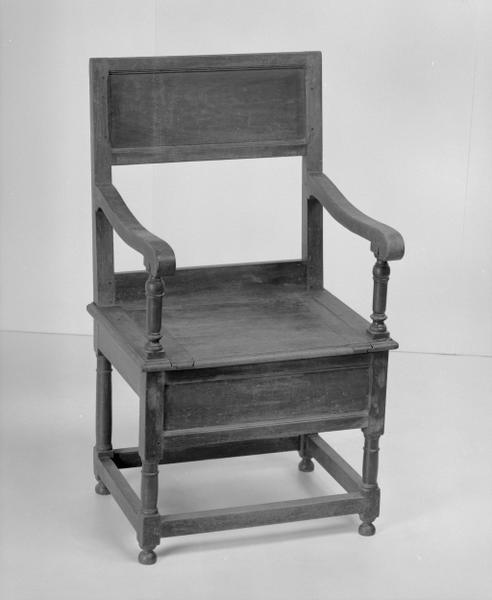 Siège d'aisances (fauteuil d'aisances, n° 7), numéro d'inventaire : 87 GHD 0187