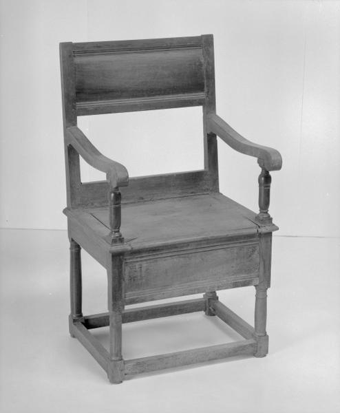 Siège d'aisances (fauteuil d'aisances, n° 8), numéro d'inventaire : 87 GHD 0186