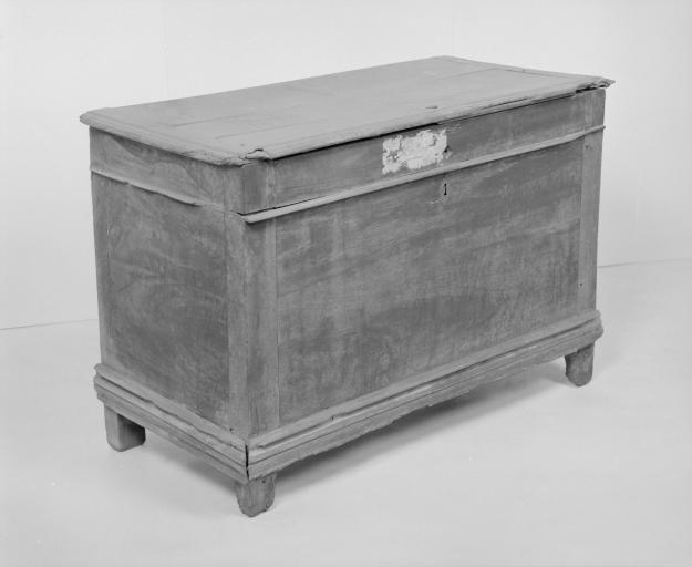 Coffre à vêtements (coffre plat, coffre à pieds) (18), numéro d'inventaire : 87 GHD 0164.4