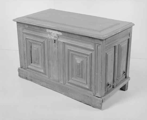 Coffre à vêtements (coffre plat, coffre à pieds) (34), numéro d'inventaire : 87 GHD 0166.3