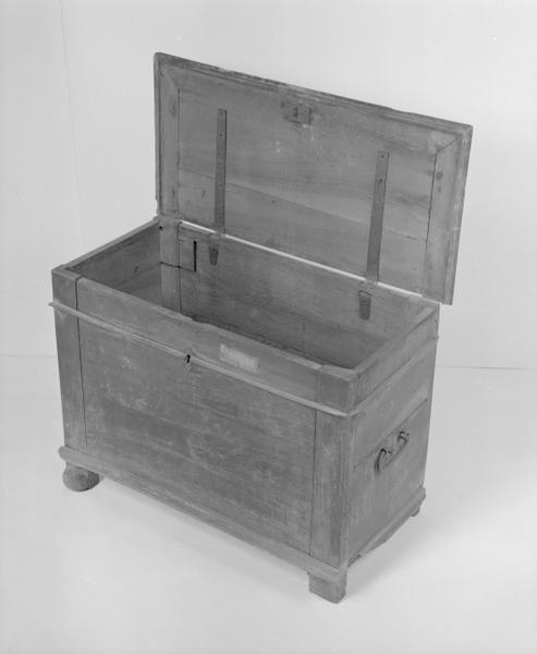 Coffre à vêtements (coffre plat, coffre à pieds) (16), numéro d'inventaire : 87 GHD 0164.3