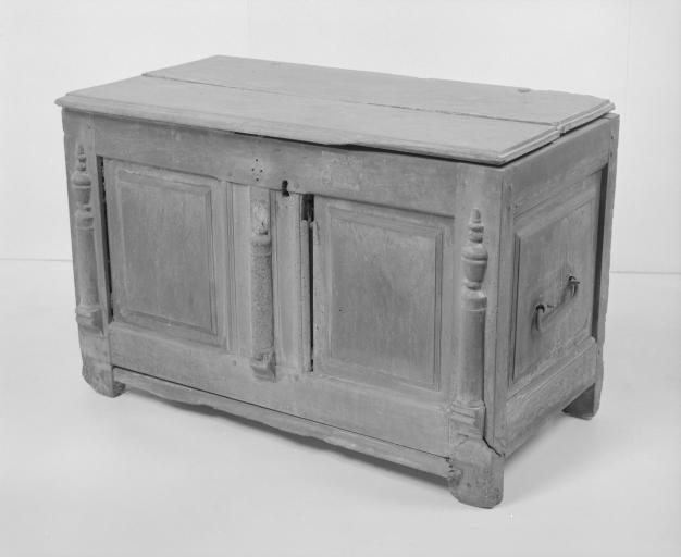 Coffre à vêtements (coffre plat, coffre à pieds) (8), numéro d'inventaire : 87 GHD 0161