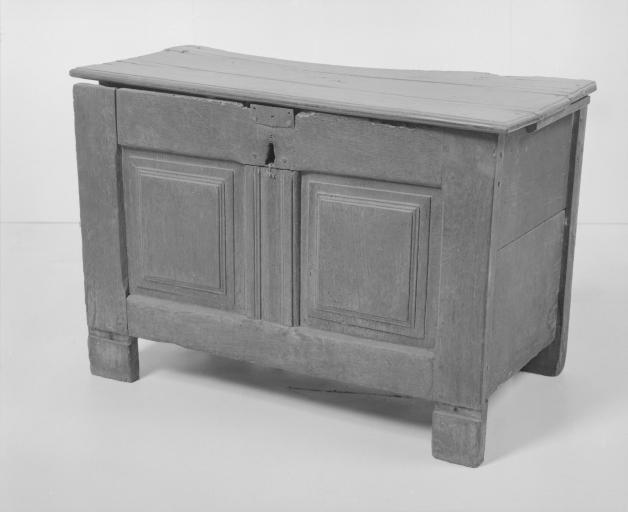 Coffre à vêtements (coffre plat, coffre à pieds) (14), numéro d'inventaire : 87 GHD 0148