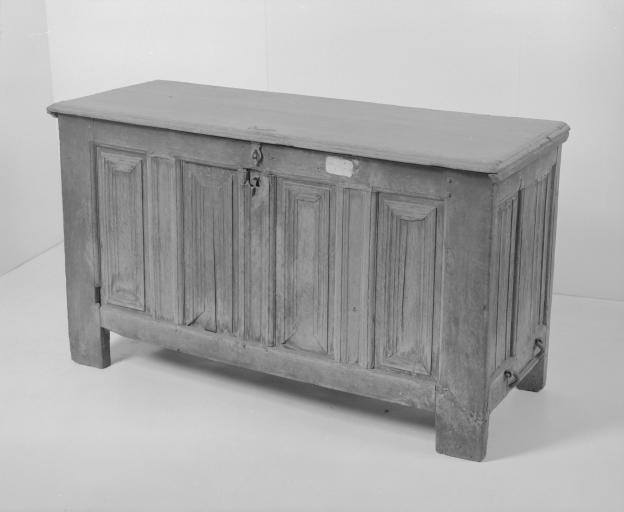 Coffre à vêtements (coffre plat, coffre à plinthe) (53), numéro d'inventaire : 87 GHD 0152