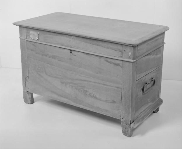 Coffre à vêtements (coffre plat, coffre à pieds) (19), numéro d'inventaire : 87 GHD 0153