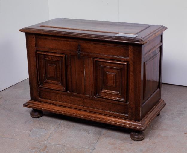 Coffre à vêtements (coffre plat, coffre à pieds) (36), numéro d'inventaire : 87 GHD 0243