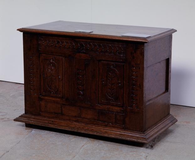 Coffre (coffre plat, coffre à pieds) (11), numéro d'inventaire : 87 GHD 0329
