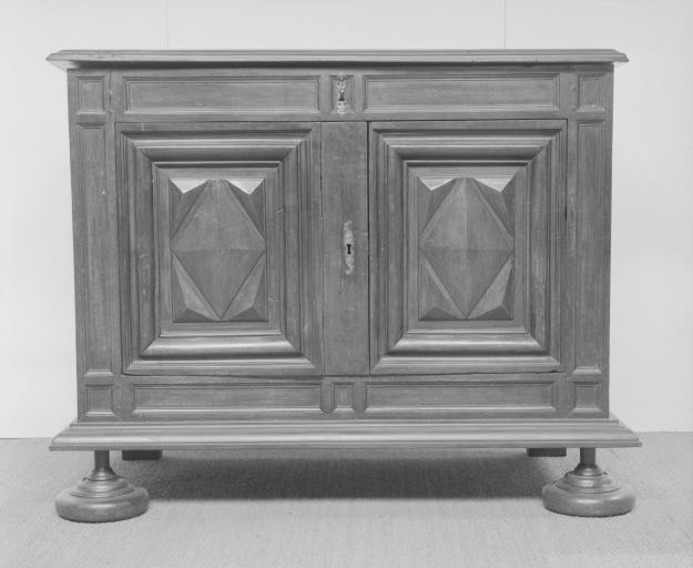 Armoire (armoire à coffre intérieur) (12), numéro d'inventaire : 87 GHD 0548