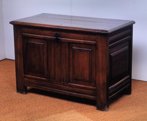 Coffre à vêtements (coffre plat, coffre à pieds) (13), numéro d'inventaire : 87 GHD 0580