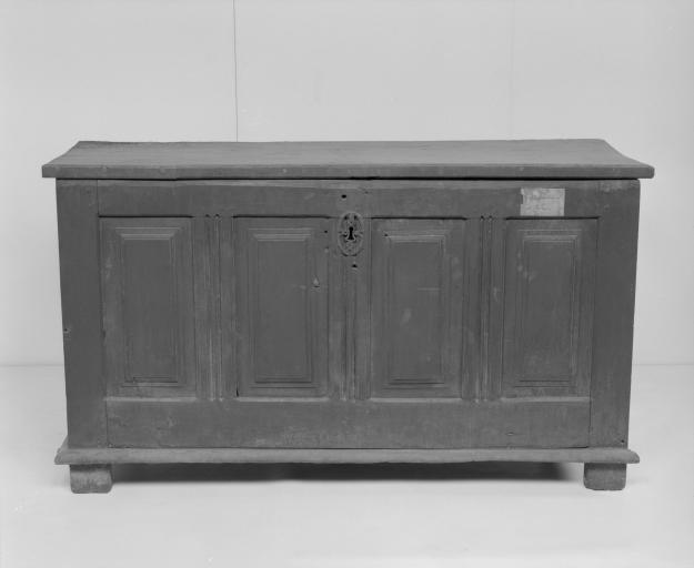 Coffre à vêtements (coffre plat, coffre à pieds) (27), numéro d'inventaire : 87 GHD 0130