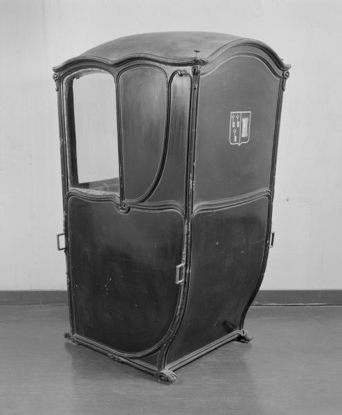 Chaise à porteurs (1), numéro d'inventaire : 87 GHD 381