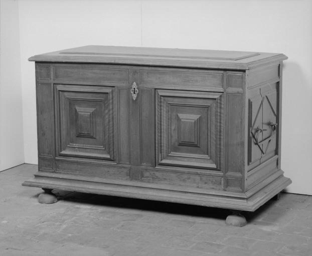 Coffre à vêtements (coffre plat, coffre à pieds) (31), numéro d'inventaire : 87 GHC 0045