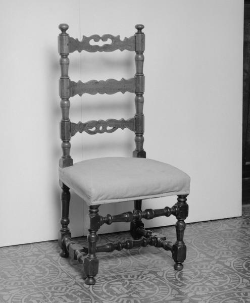 Chaise (16), style Louis XIV, numéro d'inventaire : 87 GHD 0089