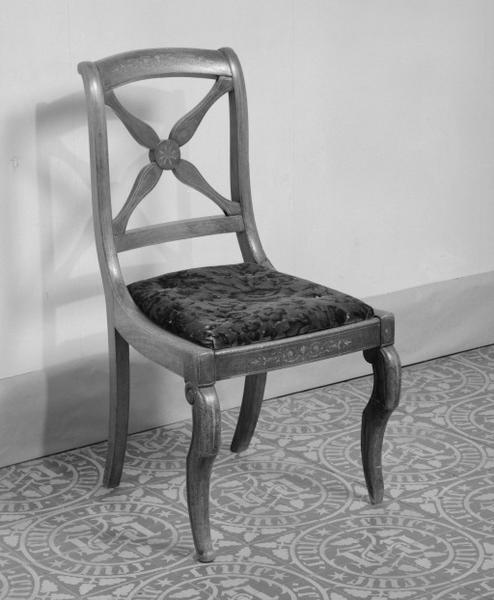 ensemble chaise, table de nuit, 2 commodes, secrétaire