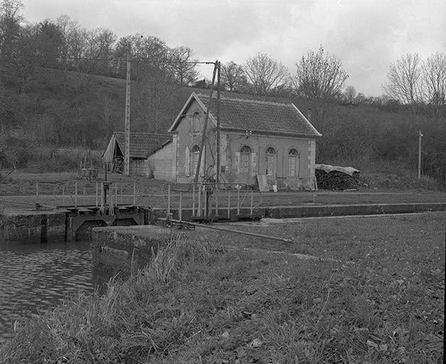 Maison d'éclusier (canal du Nivernais)