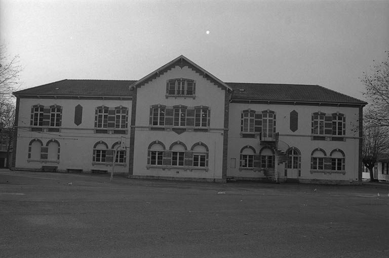 Ecole de filles dite école de l' Hôpital (paysages du canal du Centre)