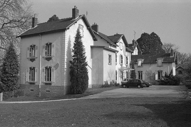 Logement patronal, actuellement établissement médical dit hôpital de jour des Etançons (paysages du canal du Centre)