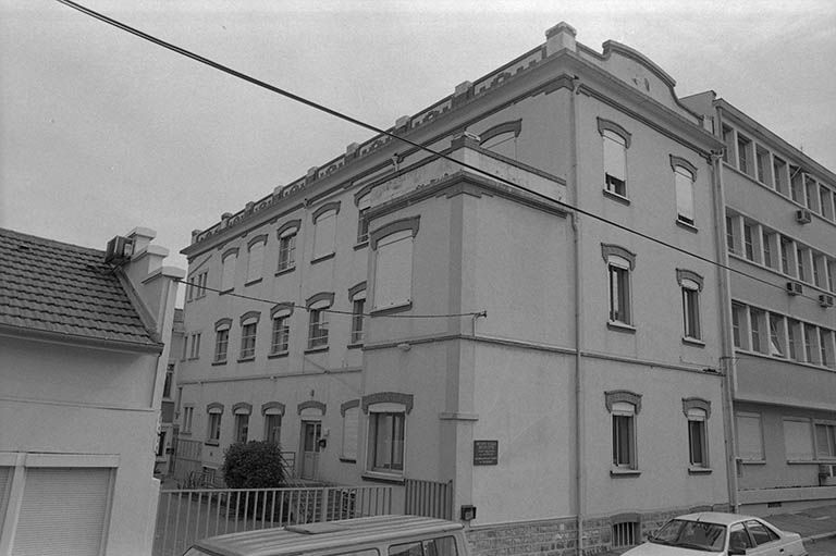 Usine de bonneterie dite SARL Gerbe et Cie, actuellement siège de la société de Secours Minière de Bourgogne (activités liées au canal du Centre)