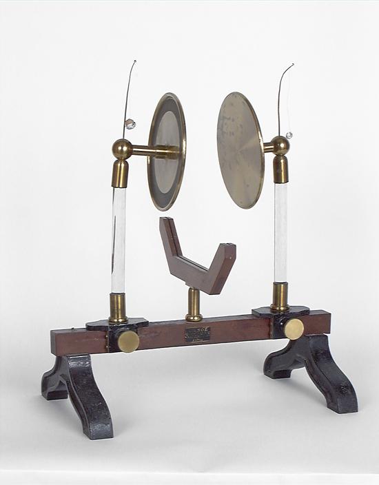 2 instruments de démonstration en électrostatique : condensateurs d'Aepinus (ou Oepinus)