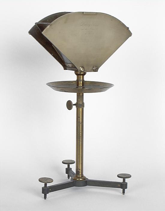 Instrument de démonstration en optique : prisme à angle variable pour liquides