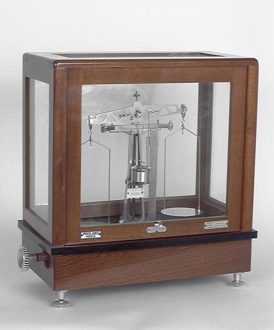 Balance de précision : trébuchet de laboratoire