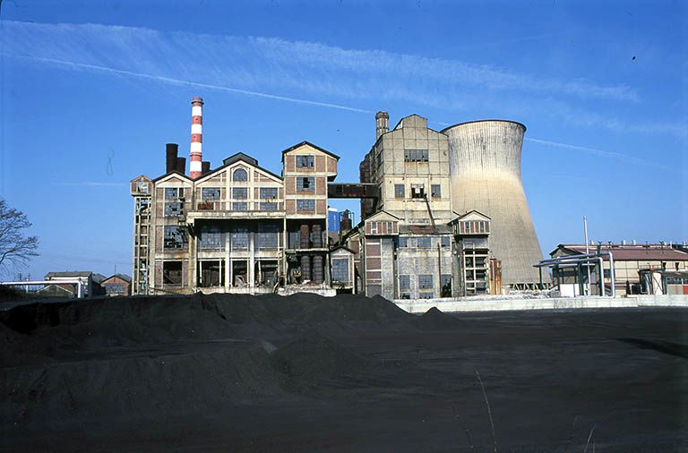 Centrale thermique de Lucy II ; actuellement entrepôt industriel de la S.E.T.C.M. (activités liées au canal du Centre)