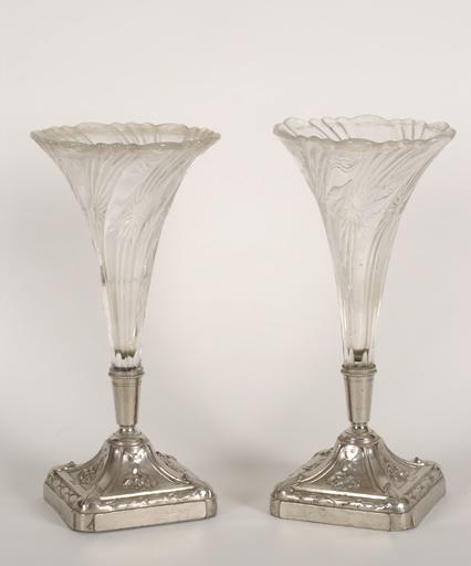 Paire de vases à fleurs n° 1