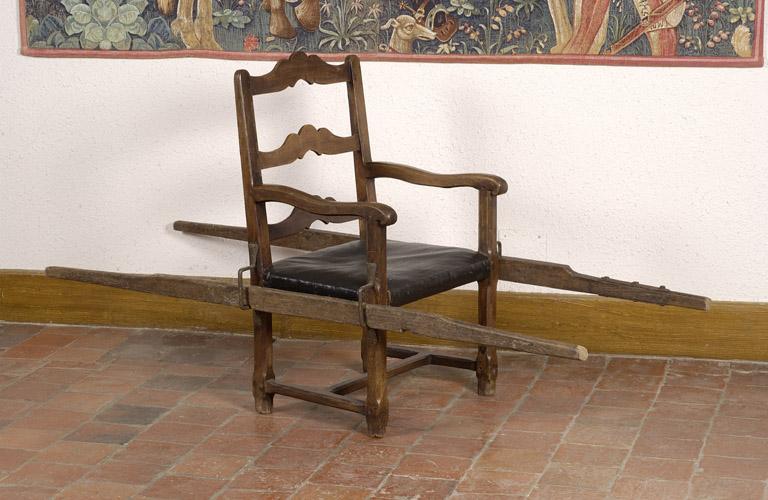 Fauteuil n° 5, dit fauteuil à brancards