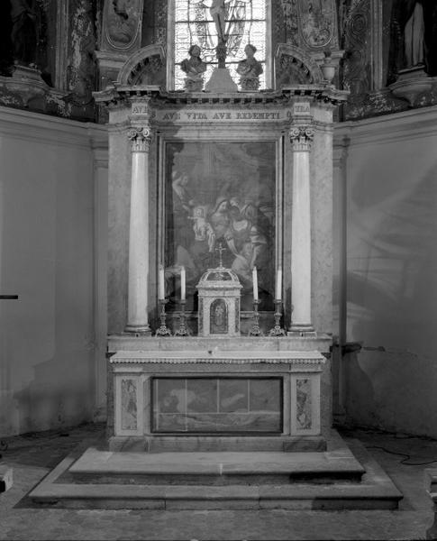 Ensemble du maître-autel, de son tabernacle et du retable