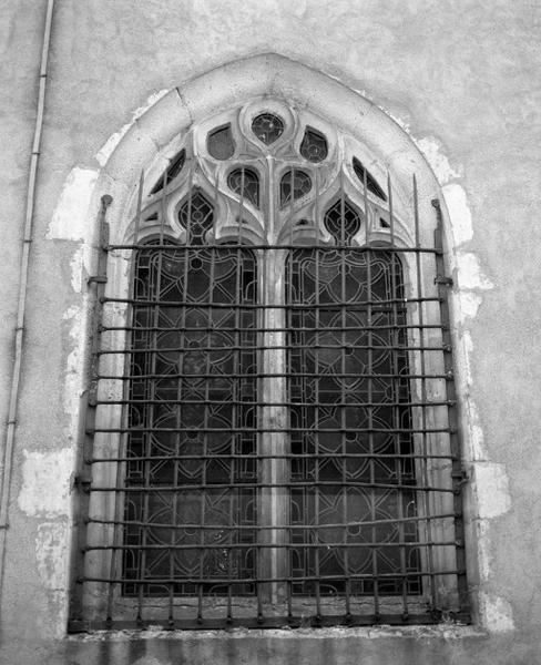 Fermeture de baie : grille de fenêtre