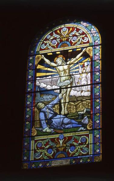 Ensemble de 2 verrières figurées : Christ en croix apparaissant à un soldat mourant ; Saint Michel, sainte Catherine et sainte Marguerite apparaissant à sainte Jeanne d'Arc