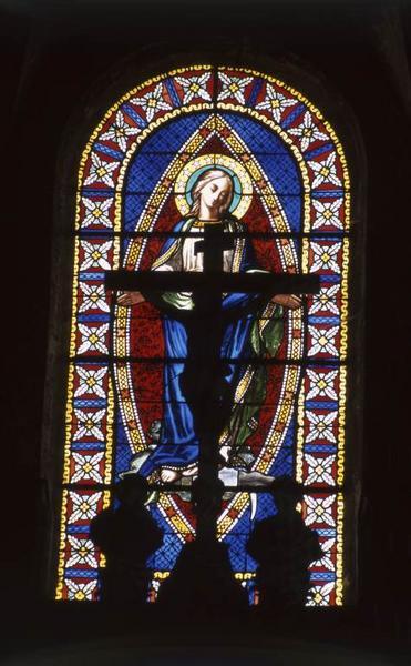 Ensemble de 6 verrières figurées : Immaculée Conception, Vierge couronnée, Apparition du Sacré-Coeur à sainte Marguerite-Marie Alacocque, Apparition de la Vierge à sainte Bernadette, Sacré-Coeur et Vierge au Coeur immaculé.