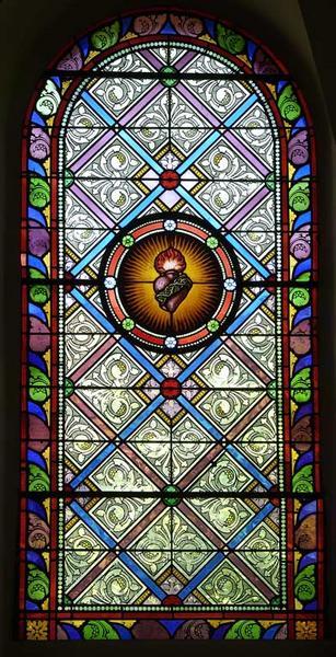 Ensemble de quatre verrières : sainte Barbe, saint Louis, coeur enflammé et motifs décoratifs